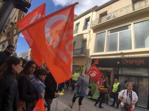 Manifestation lors de la Fermeture de la boutique Orange