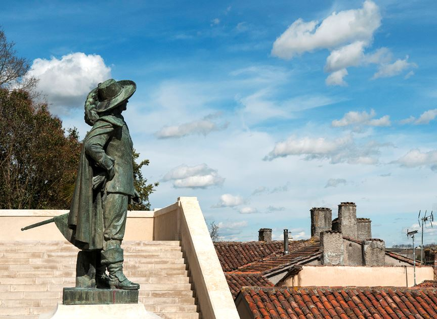 Tourisme-Statues (1) : Chaussez les bottes de D'Artagnan et en route pour le Gers